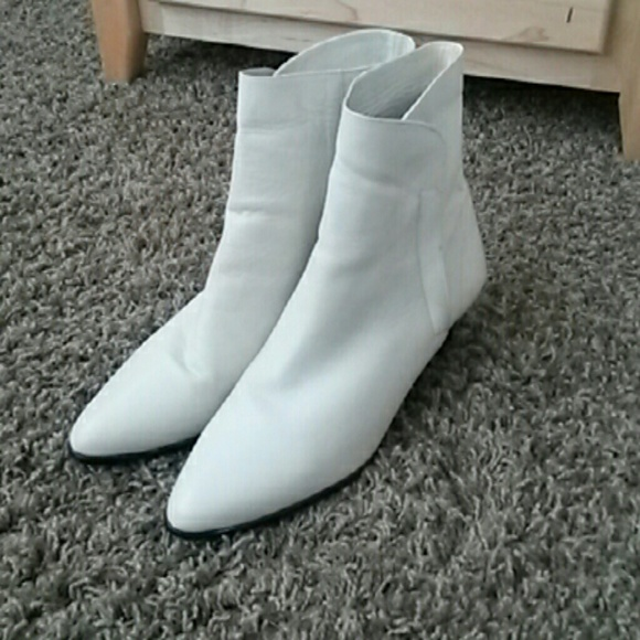 f556bb99b03 *REAL LEATHER* White ankle Boots
